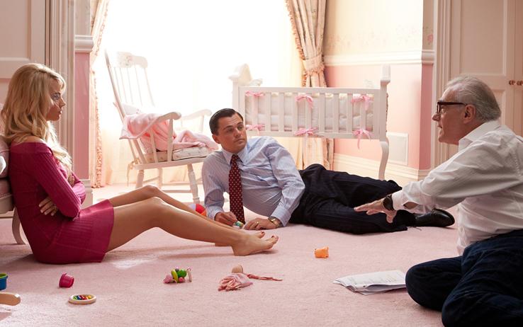"""Martin Scorsese orienta Leonardo DiCaprio e Margot Robbie no set de """"O lobo de Wall Street) Fotos: divulgação"""