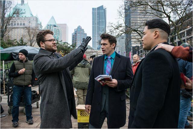 Seth Rogen, que também dirige o filme, orienta James Franco e sua versão de King Jong-Um