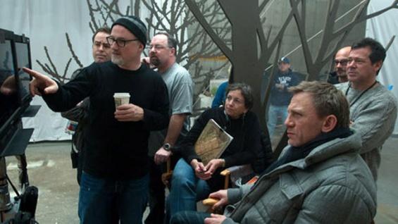"""David Fincher, à esquerda com gorro, e Daniel Craig no set de """"Os homens que não amavam as mulheres"""": sem lucro, sem continuação"""