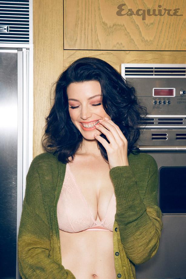 """Jessica Paré em foto para a Esquire Dicas de filme: """"Assunto de meninas"""" (2001) e """"Paixão À flor da pele"""""""