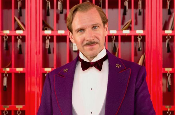 """Ralph Fiennes em cena de """"O grande hotel Budapeste"""": ator e filme bem cotados na temporada"""