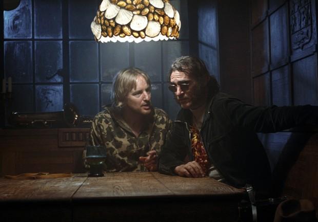 Phoenix faz tipo ao lado de Owen Wilson, outra das atrações do filme