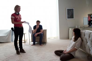 Sam Taylor-Johnson orienta seus atores (Foto: divulgação)