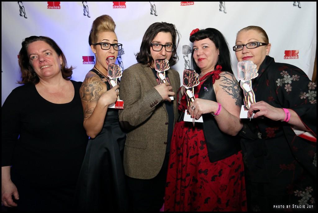Não é o Oscar: os premiados no CineKink exibem suas estatuetas