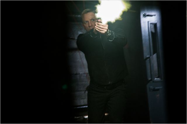 Craig segue dominando o personagem, mas o roteiro não ajuda (Foto: divulgação)