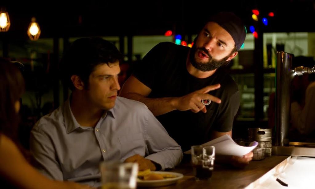 """Mateus Solano recebe orientações do diretor de """"Talvez uma História de Amor"""", Rodrigo Bernardo (Foto: divulgação)"""