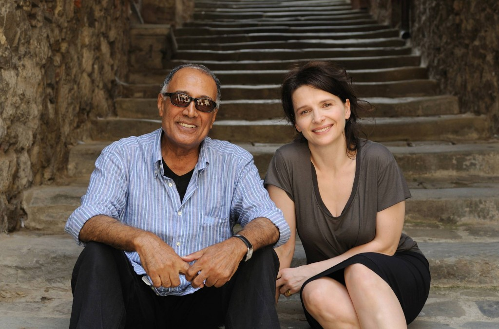 """O cineasta ao lado da atriz Juliette Binoche no set de """"Cópia Fiel"""" (Foto: divulgação)"""
