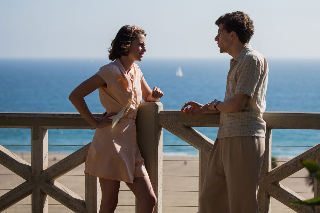 """Kristen Stewart e Jesse Eisenberg em cena de """"Café Society"""" (Foto: divulgação)"""