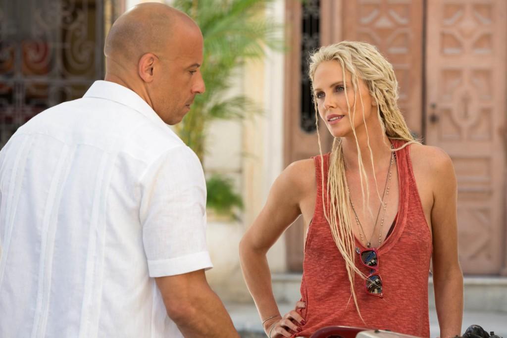 """Vin Diesel e Charlize Theron em cena de """"Velozes e Furiosos 8"""": o filme mais buscado pelos brasileiros no 1º trimestre (Foto: divulgação)"""