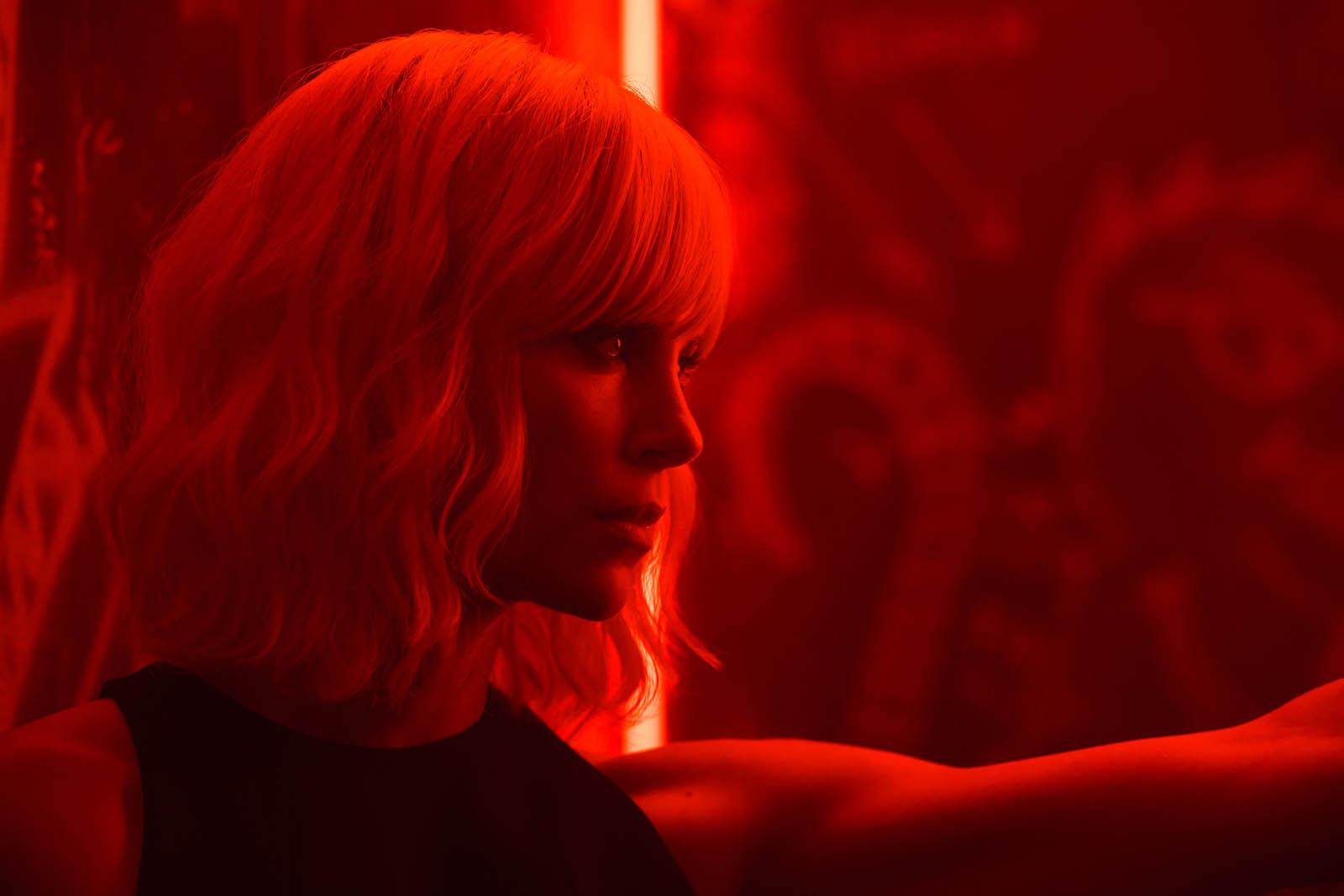 """Charlize Theron em cena de """"Atômica"""" Fotos: divulgação"""