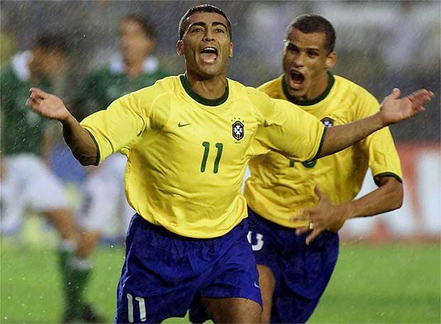 romario_celebra_gol_delante_rivaldo