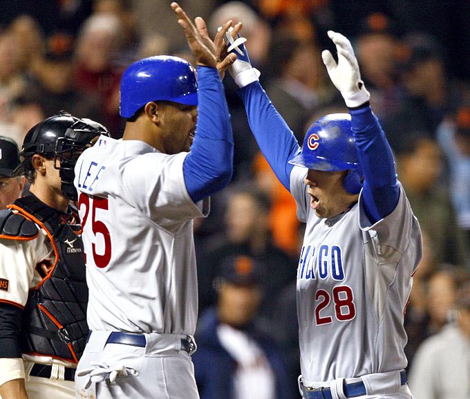 """Lee (à esquerda) e Baker comemoram no campo, antes do fatídico """"tapinha"""""""