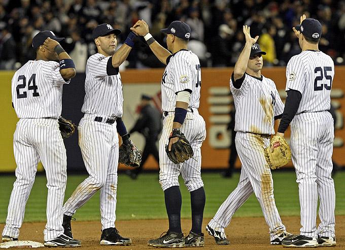 Yankees festeja a vitória no jogo 2 das World Series, após levar uma surra no jogo 1