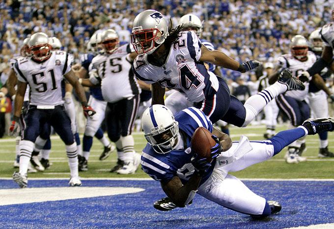 Reggie Wayne recebe o passe de Peyton Manning que deu a vitória ao Indianapolis Colts diante do New England Patriots
