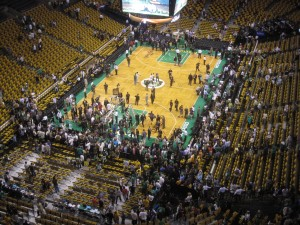 O torcedor dos Celtics foi embora chateado depois da derrota.