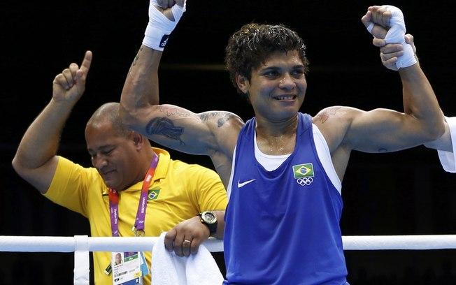 Adiana Araújo comemora vitória em luta que lhe garantiu o bronze em Londres