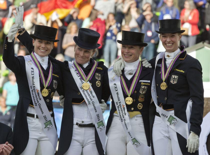 Equipe de adestramento da Alemanha comemora o título mundial e a vaga para 2016