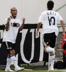 Dejagah marcou num passe de Ozil