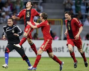 Ozil comemora seu gol na decisão