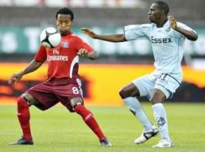Zé Roberto, do Hamburgo, na estreia da Liga Europa