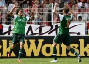 Marcelo Moreno (e) marcou dois