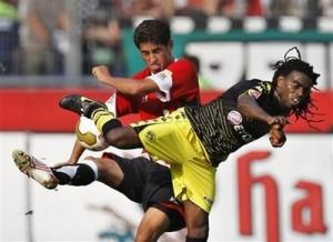 Tinga em mais um empate do Dortmund