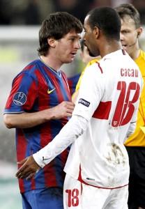 Cacau se estranha com Messi