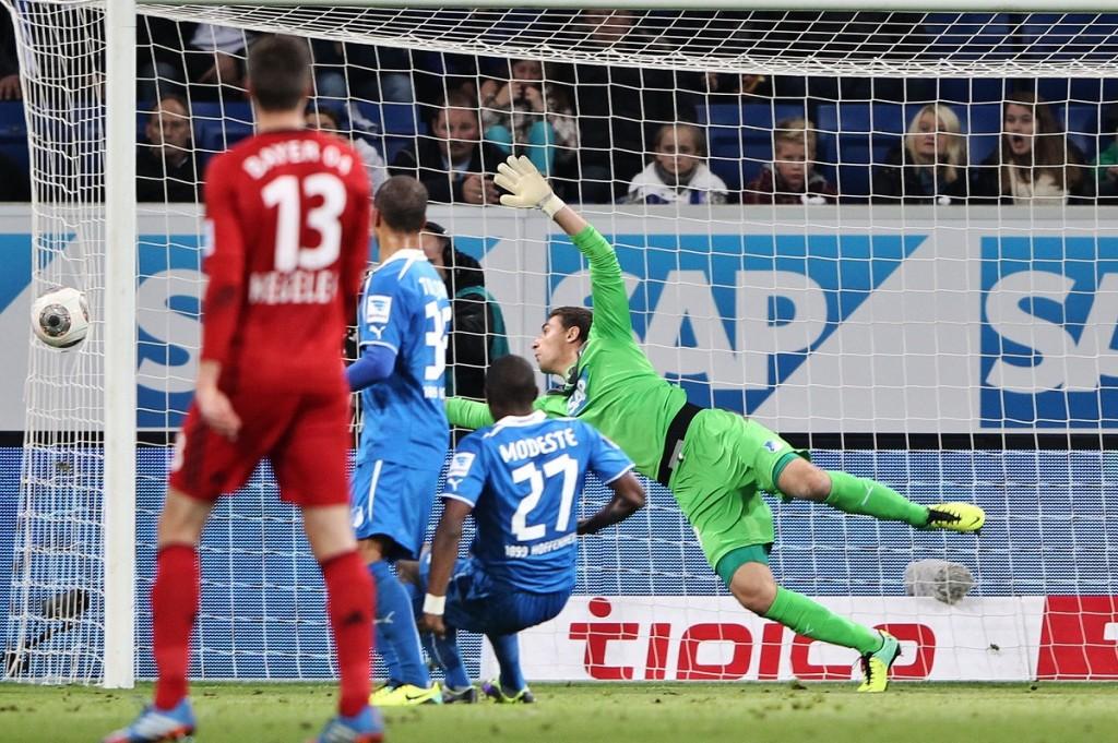 'Gol fantasma' de Kiessling sobre o Hoffenheim