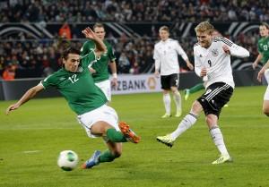 Schürrle chuta para ampliar para Alemanha