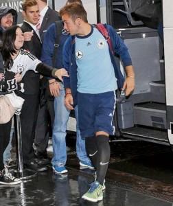 Mario Götze usa meião da Nike na seleção alemã