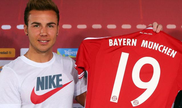 Götze se apresentou no Bayern usando camisa da Nike