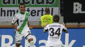 Luiz Gustavo marcou na vitória do Wolfsburg