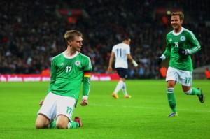 Capitão Mertesacker marcou o gol da vitória alemã