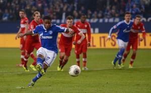 Farfán fez dois para o Schalke