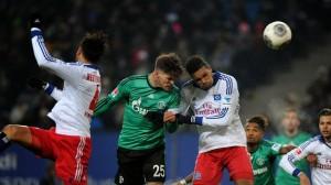 Huntelaar cabeceia para marcar o gol do Schalke
