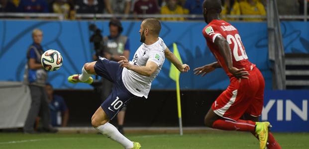 O gol validado de Benzema - mais uma vez ele comemorou mas não ficou com o crédito oficial do tento :( (FFF)