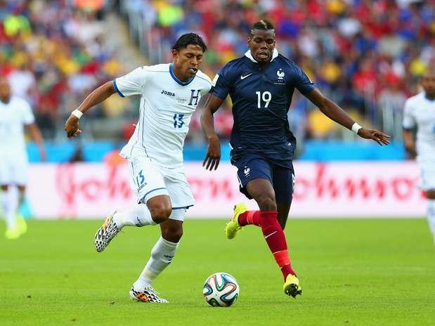 Em 5 partidas no Brasil, o hirsuto camisa 19 fez 1 gol, deu 1 assistência e cometeu 6 faltas apenas