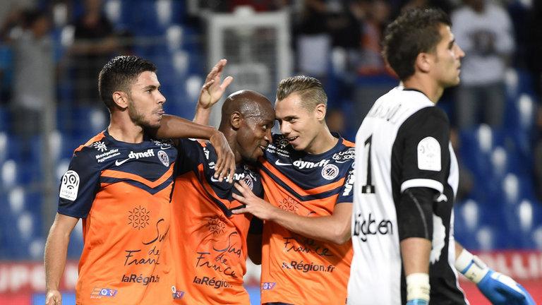 Jogadores do Montpellier festejam gol contra do Lorient na rodada. Sem alarde, o MHSC tem bom desempenho nessa reta inicial de temporada