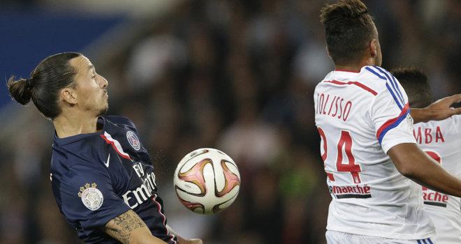 Ibrahimovic, le ballon e Tolisso no clássico dominical que acabou sem vencedor