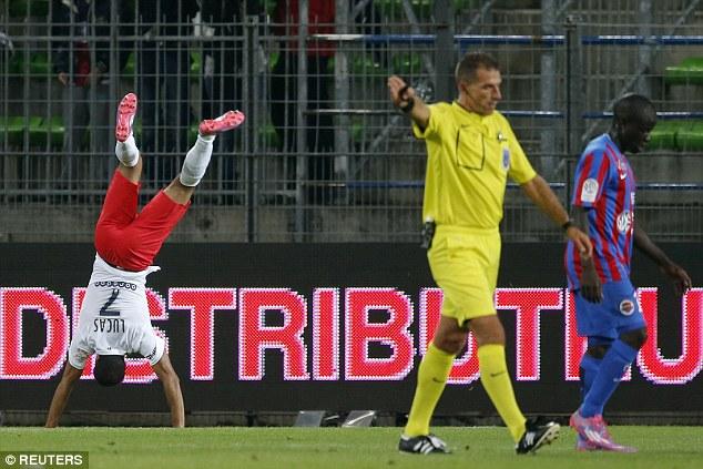 Salto mortal depois do gol contra o Caen para Lucas Moura. Será que Dunga também viu e gostou?