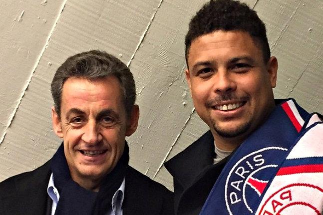 Presença ilustre no Parc no sábado, R9 publicou no seu instagram foto com Sarkozy e brasileiros do PSG