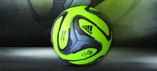 A partir desta 16ª rodada, a Ligue 1 ganha uma nova bola, esta da foto!