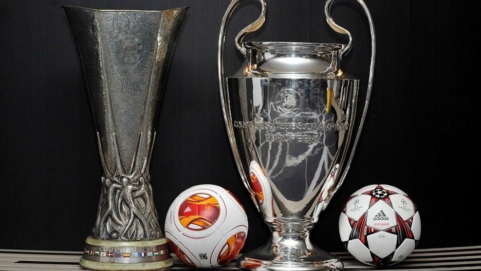 As taças da Liga Europa, à esquerda, e da Liga dos Campeões da Europa, à direita