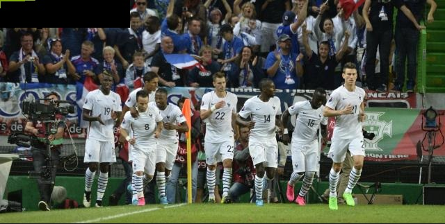 A festa francesa após o gol do camisa 8