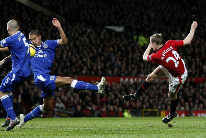 Voleio perfeito de Fletcher: impossível para qualquer goleiro (foto AP)