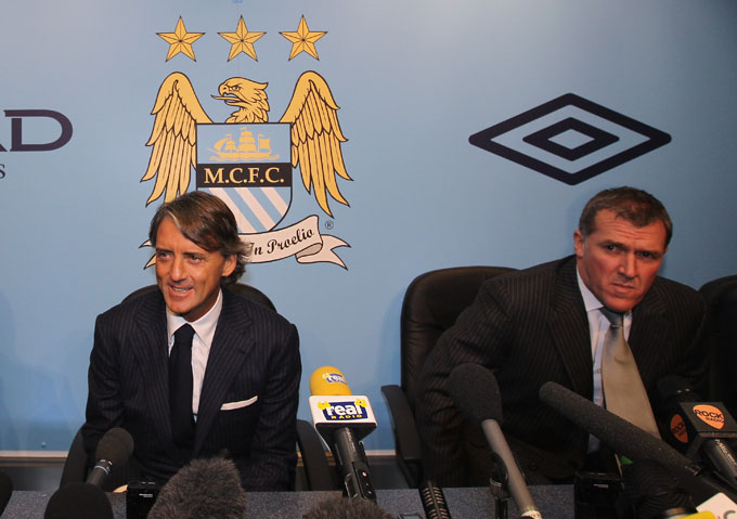Mancini ao lado do diretor Garry Cook (foto Getty Images)