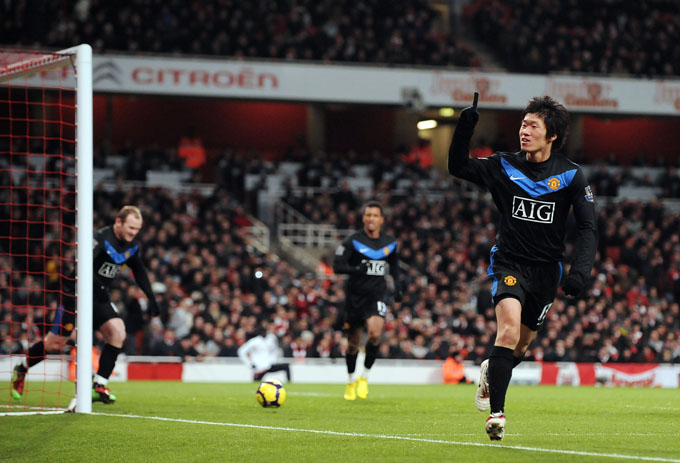 Rooney, Nani e Park (comemorando o terceiro), os três que balançaram as redes (foto AFP)