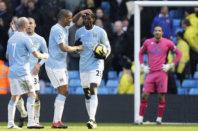 Adeba não comemorou. E aquele uniforme do James. Que coisa! (foto AP)
