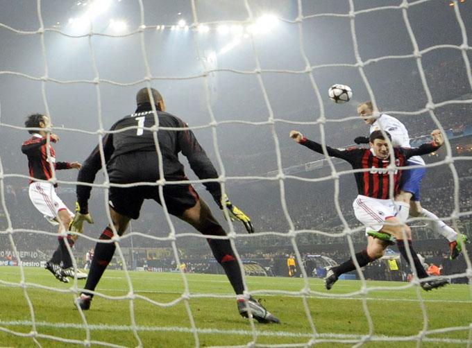 Rooney sobe muito e começa a garantir a classificação dos ingleses (foto AFP)