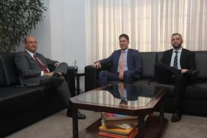 (à esq). Procurador de Justiça Gianpaolo Smanio e representantes da AAJUMP, Vinicius Mendes e Mauricio Maraldi